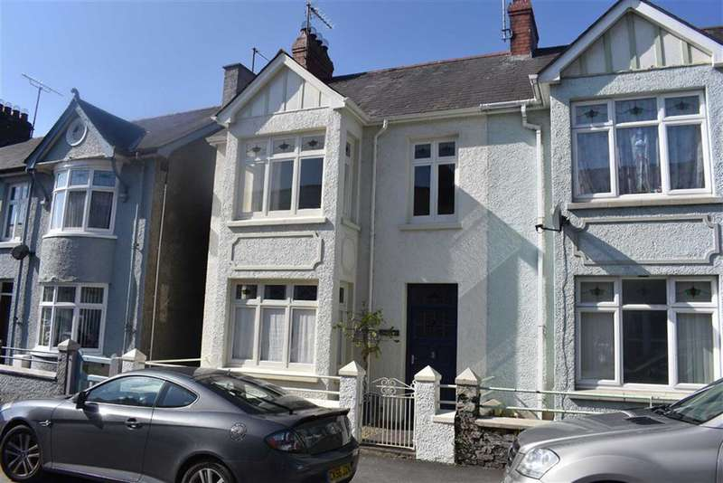 3 Bedrooms End Of Terrace House for sale in New Street, Lampeter