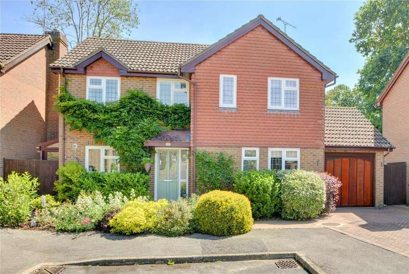 4 Bedrooms Detached House for sale in Azalea Avenue, Lindford, Bordon, Hampshire