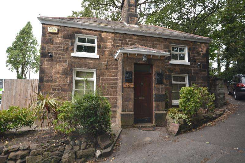 2 Bedrooms Detached House for sale in Breck Road, Wallasey, CH44 3BE