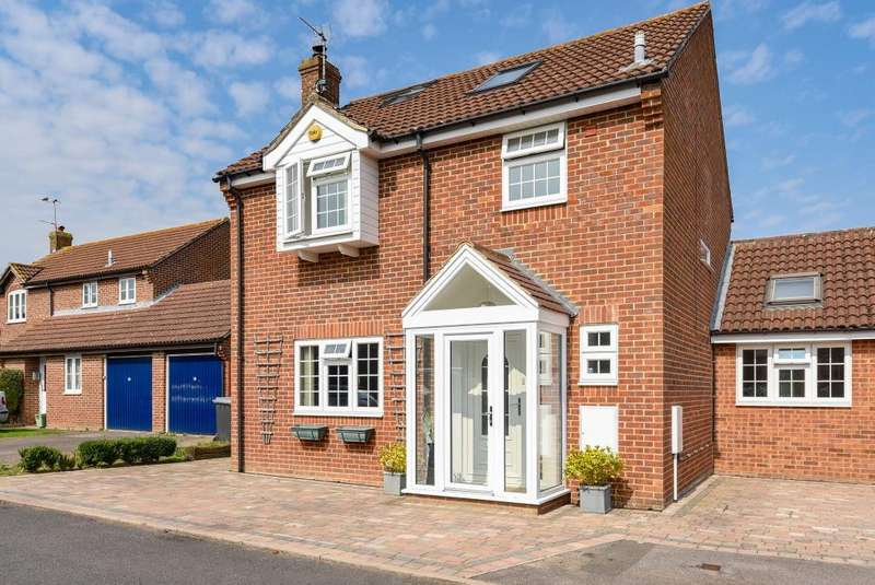 4 Bedrooms Detached House for sale in Edwin Close, Thatcham, RG19