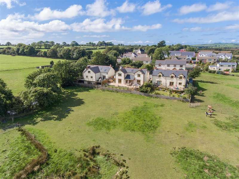 4 Bedrooms Detached House for sale in Parc-Y-Ffynnon, Dwrbach, Fishguard
