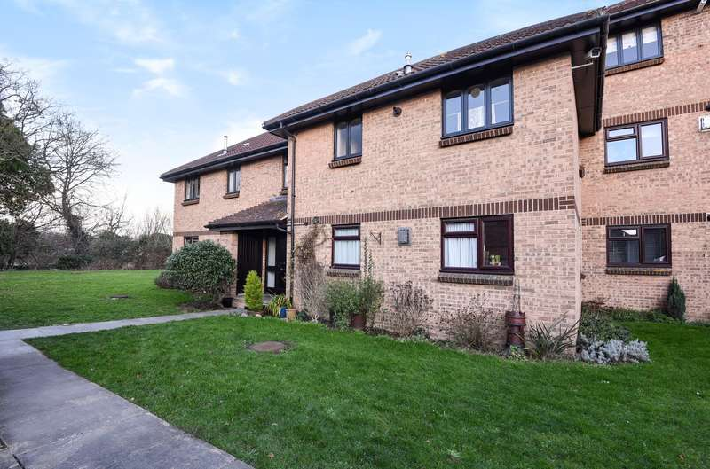 1 Bedroom Flat for sale in Vicarage Way, Colnbrook, SL3