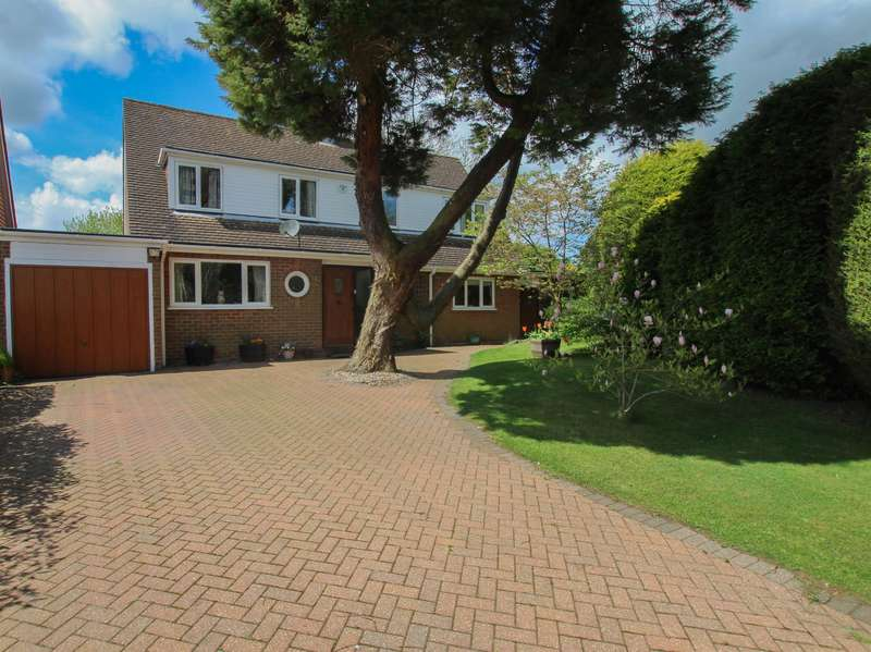 5 Bedrooms Detached House for sale in Vicarage Road, Wigginton, Tring, HP23 6DZ