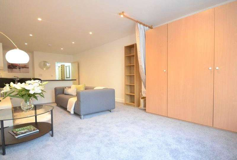 Studio Flat for sale in Plough Road, Yateley, Hampshire, GU46