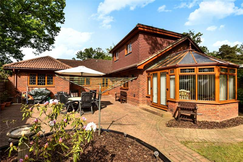 4 Bedrooms Detached House for sale in Heathermount Drive, Crowthorne, Berkshire, RG45