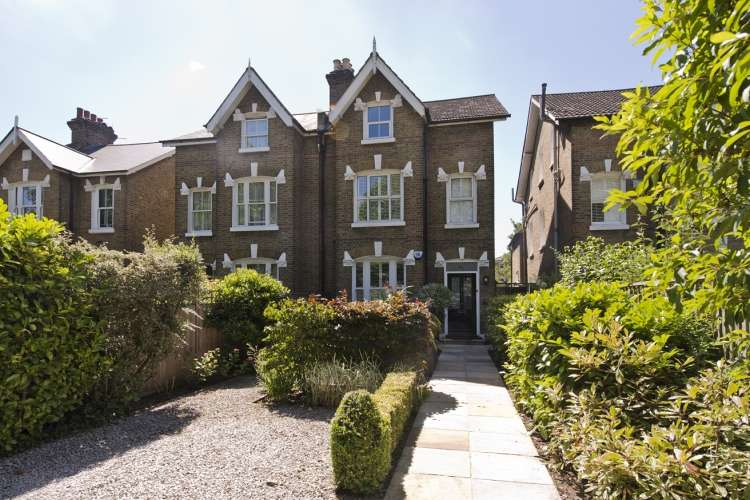3 Bedrooms Maisonette Flat for sale in St. Johns Park London SE3