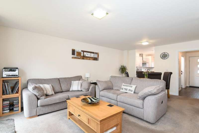 3 Bedrooms House for sale in Near Town Center, Aylesbury, HP19