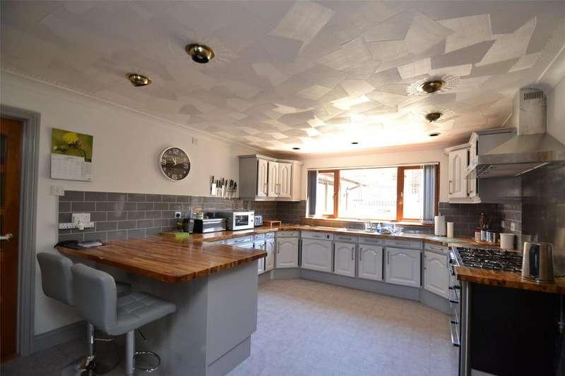4 Bedrooms Detached House for sale in Halgavor Park, Bodmin