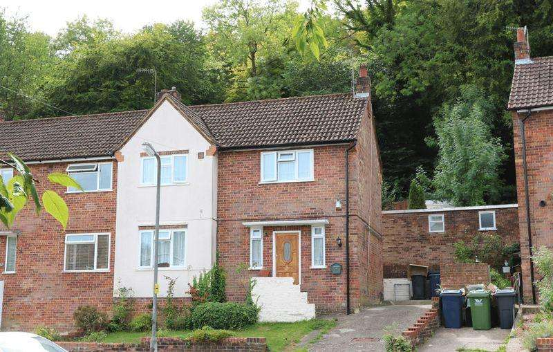 3 Bedrooms Terraced House for sale in Micklefield Road, High Wycombe