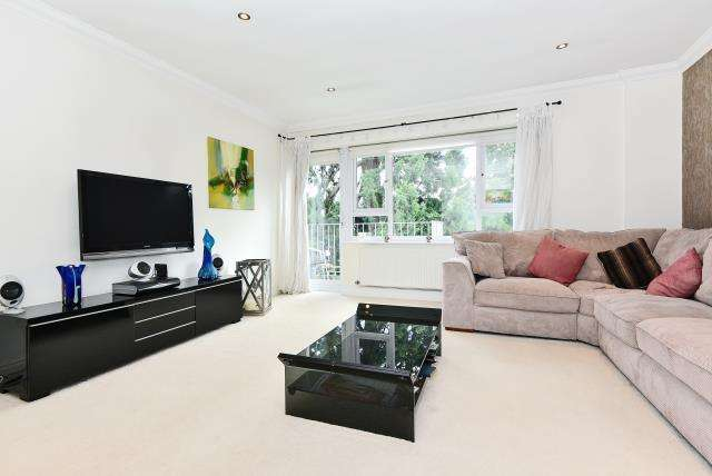 3 Bedrooms Flat for sale in Boulters Gardens, Maidenhead, SL6