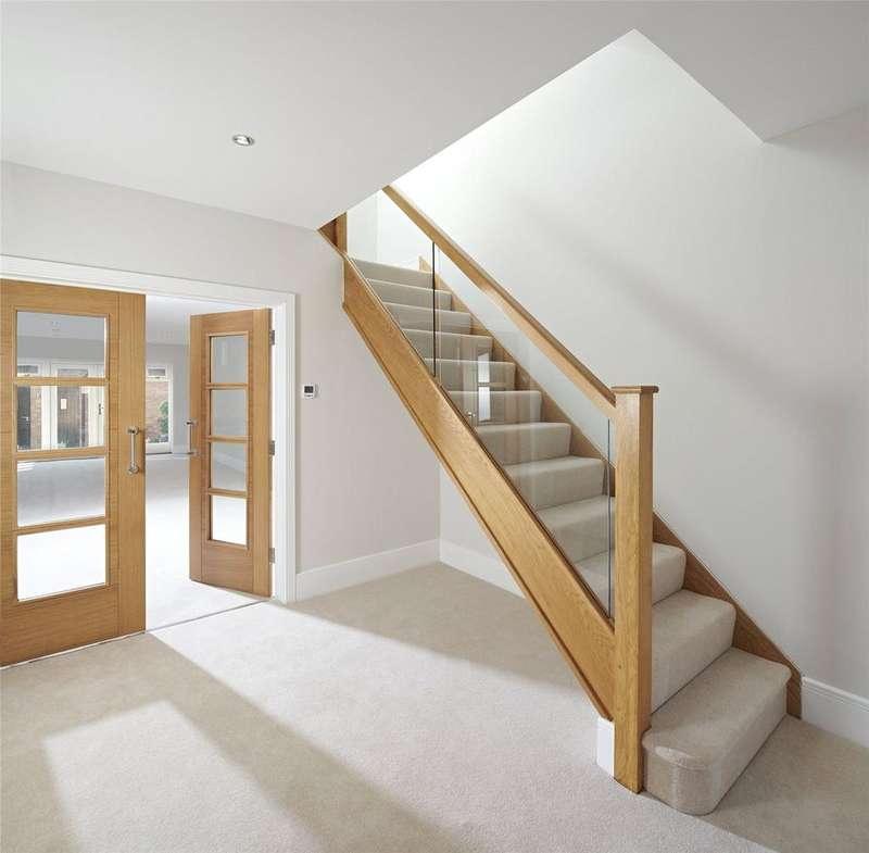 4 Bedrooms Terraced House for sale in 2 Renaissance Mews, Lymington, Hampshire, SO41