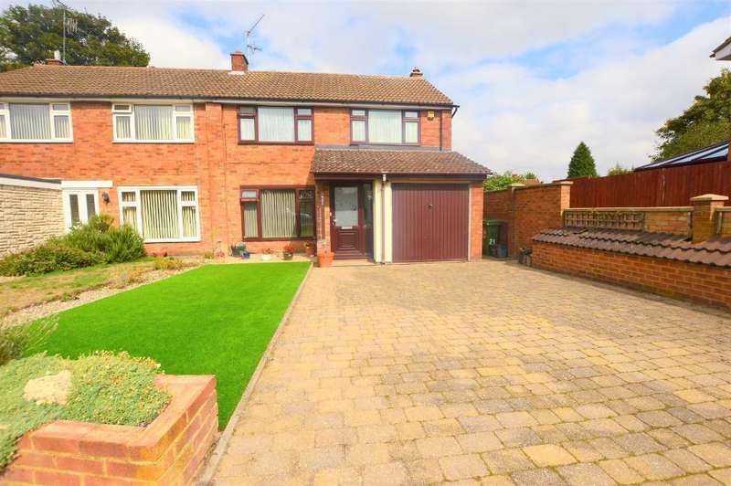 3 Bedrooms Semi Detached House for sale in Stanmore Crescent, Luton, Bedfordshire, LU3 2RJ