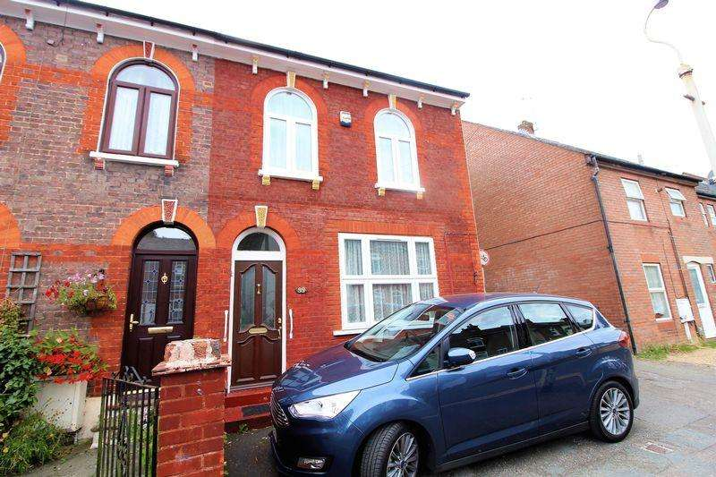 4 Bedrooms Semi Detached House for sale in Large Traditional Semi on Victoria Street, Dunstable