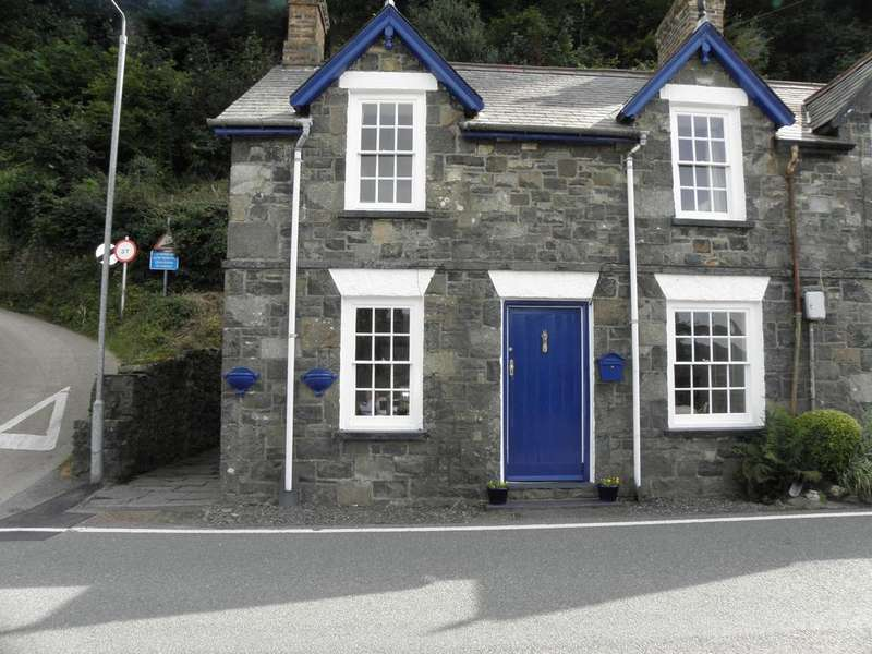 2 Bedrooms Cottage House for sale in 1 Arthog Terrace Arthog LL39 1AQ