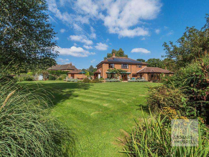 4 Bedrooms Detached House for sale in Meadow End, Brooke Gardens, Brooke, Norfolk, NR15 1JH