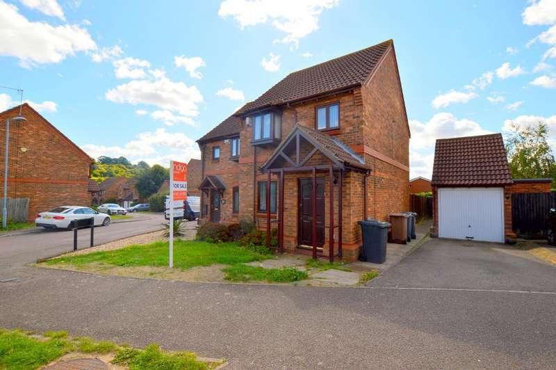 3 Bedrooms Semi Detached House for sale in Gleneagles Drive, Bushmead, Luton, LU2 7TA