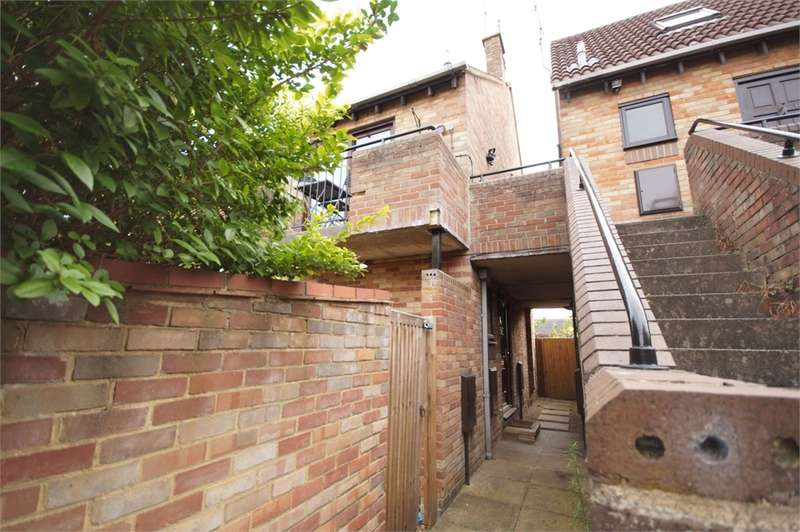 Studio Flat for sale in Maiden Place, Lower Earley, READING, Berkshire