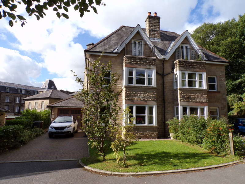 4 Bedrooms Semi Detached House for sale in Lascelles Road, Buxton