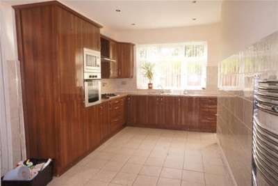 4 Bedrooms House for rent in Park Drive, Whalley Range, M16.