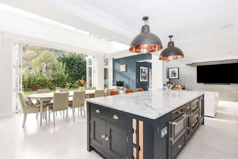 4 Bedrooms Detached House for sale in Chobham