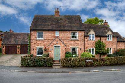 5 Bedrooms Detached House for sale in Church Street, Fladbury, Pershore, Worcestershire