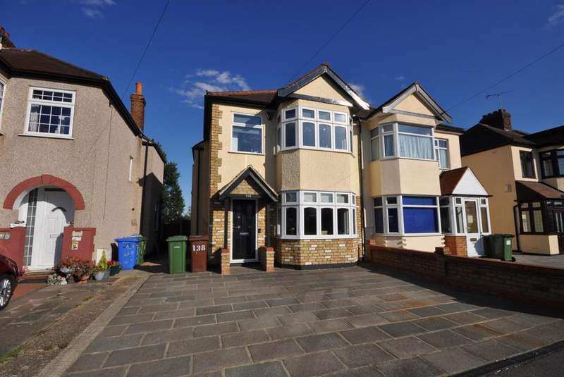 3 Bedrooms Semi Detached House for sale in Grosvenor Drive, Hornchurch, Essex, RM11