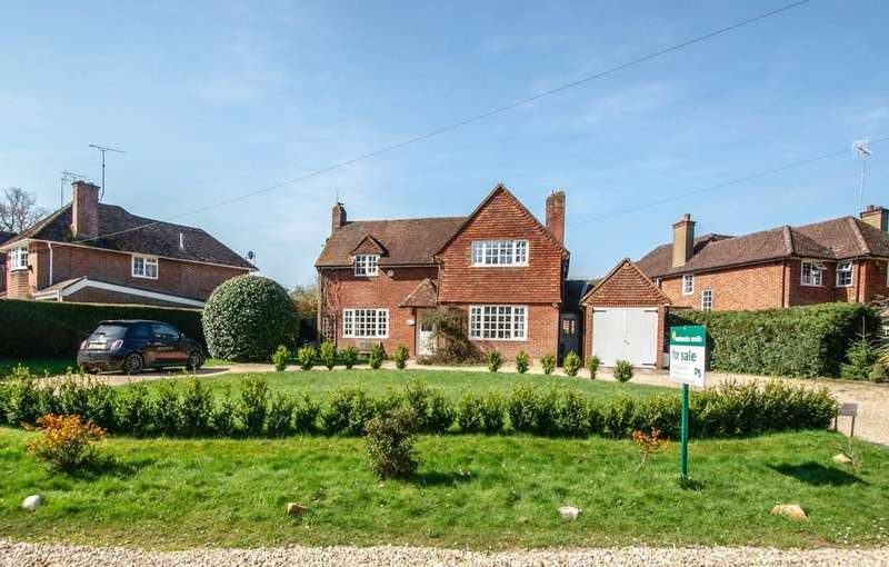 4 Bedrooms Cottage House for sale in New Road, Hartley Wintney, RG27