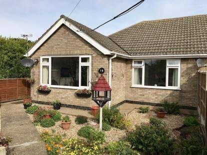 2 Bedrooms Bungalow for sale in Dormy Avenue, Skegness, Lincolnshire