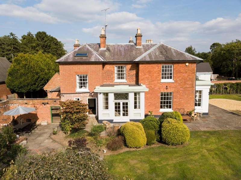6 Bedrooms Detached House for sale in Doebank Drive, Astwood Bank