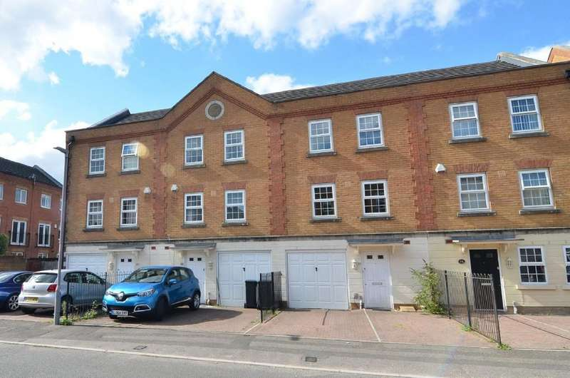 3 Bedrooms Town House for sale in St. Georges Drive, Bournemouth