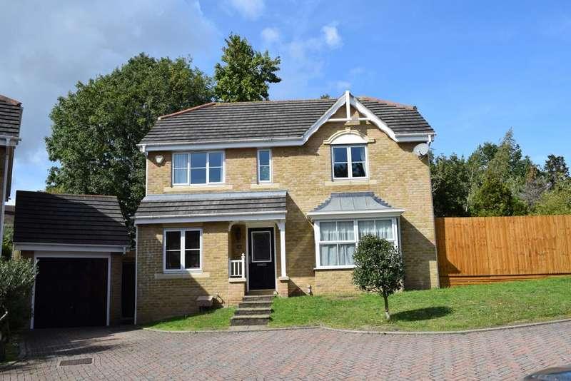 4 Bedrooms Detached House for sale in Blenheim Close Lee SE12