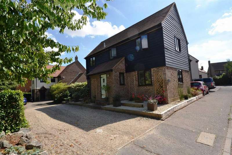 5 Bedrooms Detached House for sale in Cornwallis Drive, South Woodham Ferrers