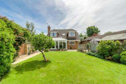 4 Bedrooms Detached House for sale in Pippin Close, Bramley Meadows, Newport Pagnell