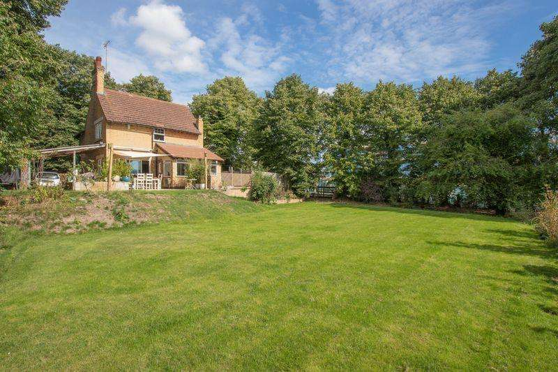 3 Bedrooms Detached House for sale in Uffington Road, Stamford