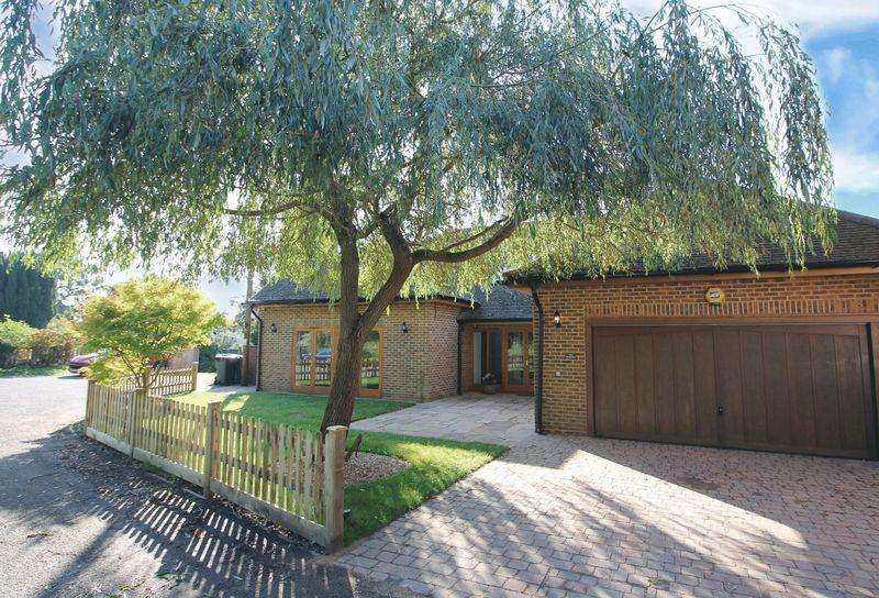 5 Bedrooms Chalet House for sale in Headley