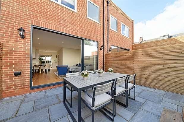 3 Bedrooms Terraced House for sale in Nursery Avenue, Finchley, N3