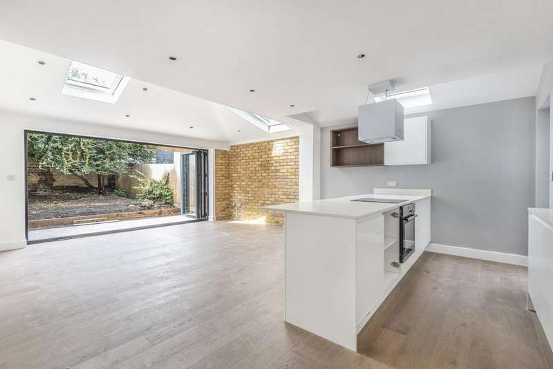 3 Bedrooms Flat for sale in Cubitt Terrace, Clapham