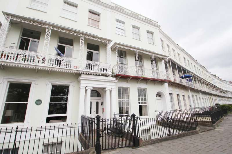 1 Bedroom Flat for sale in Royal York Crescent, Clifton, Bristol BS8 4JW