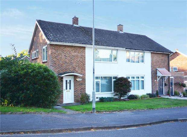 3 Bedrooms Semi Detached House for sale in Bullbrook Drive, Bracknell, Berkshire