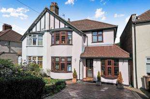 4 Bedrooms Semi Detached House for sale in Harland Avenue, Sidcup, .