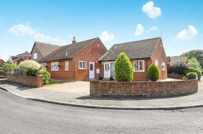 3 Bedrooms Bungalow for sale in Moorlands Road, Wing, Leighton Buzzard, Bedfordshire