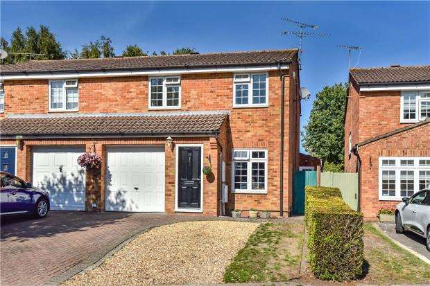 3 Bedrooms Semi Detached House for sale in Appletree Way, Heath Park, Sandhurst