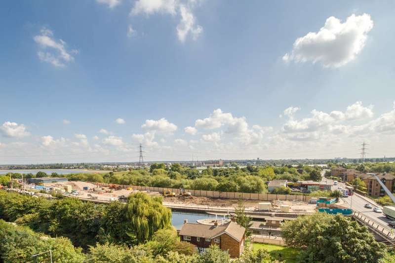 2 Bedrooms Flat for sale in Coppermill Heights, Tottenham, N17