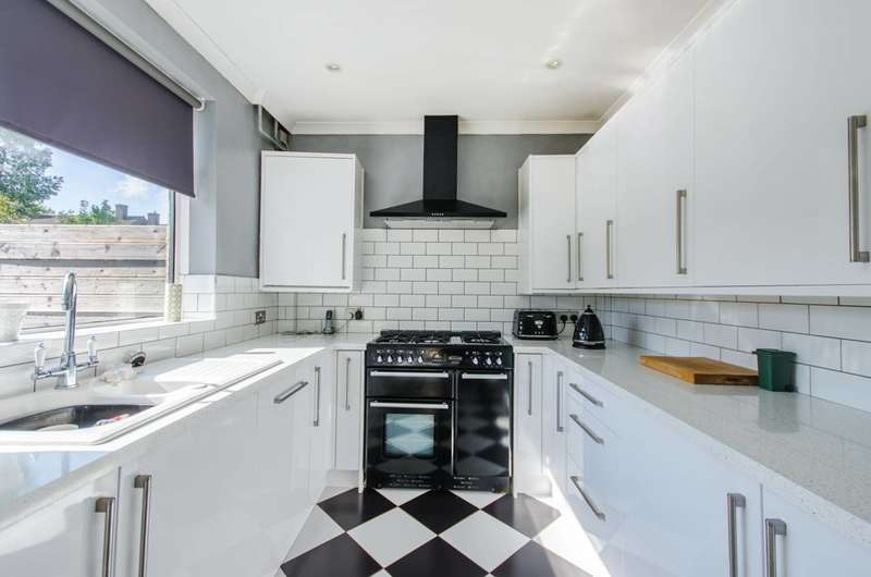 3 Bedrooms End Of Terrace House for sale in Holburne Road, Blackheath, SE3