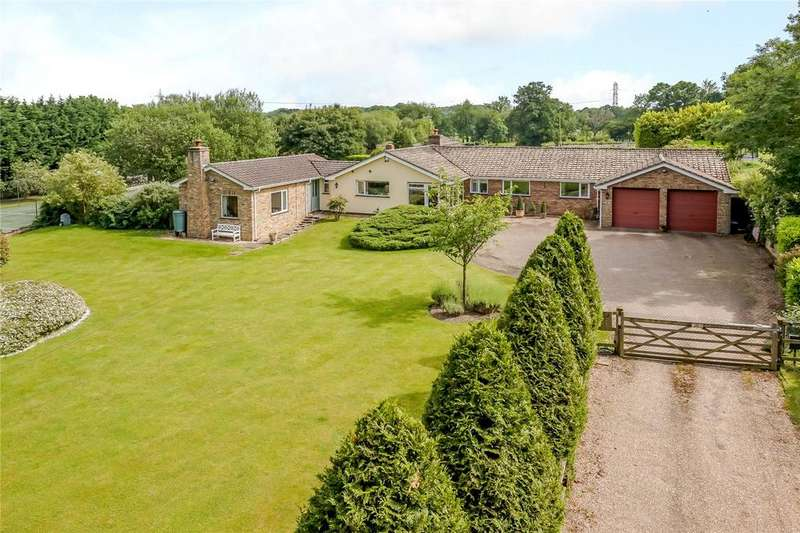 4 Bedrooms Detached Bungalow for sale in Bramshill Road, Heckfield, Hook, Hampshire