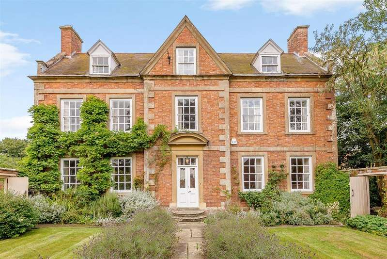 7 Bedrooms Country House Character Property for sale in Church Walk, Brant Broughton