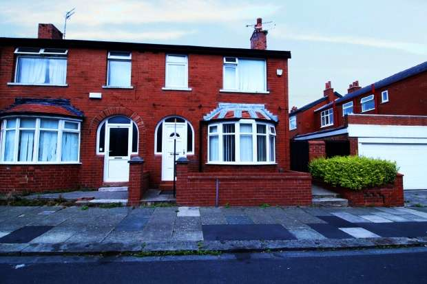 3 Bedrooms Semi Detached House for sale in Larbreck Avenue, Blackpool, Lancashire, FY3 8EF