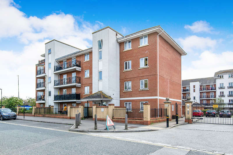 2 Bedrooms Flat for sale in Chantry Close, Abbey Wood, London, SE2