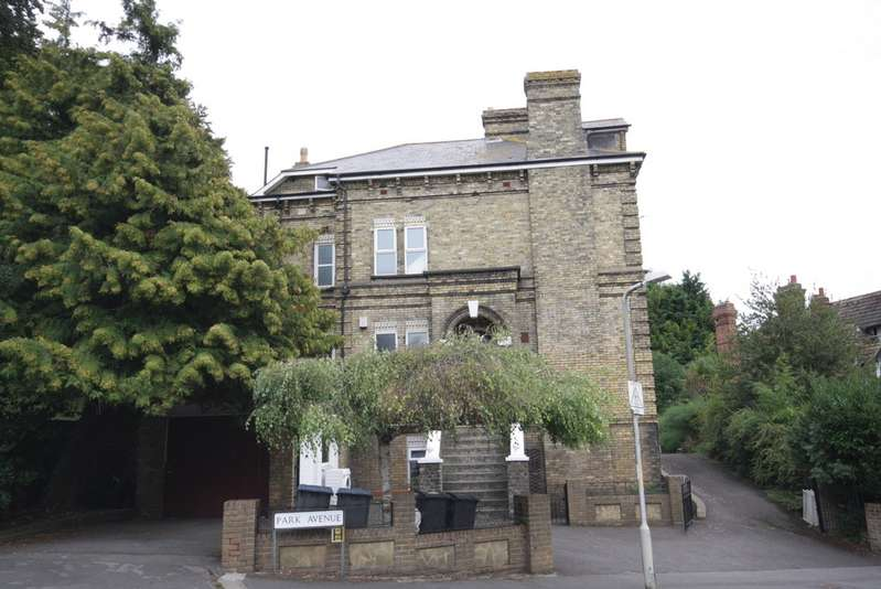 5 Bedrooms Detached House for sale in Park Avenue, Dover CT16