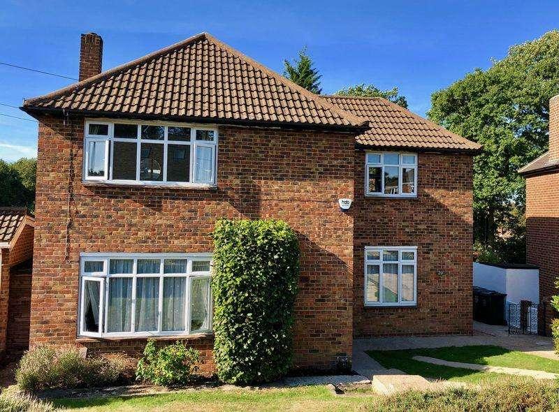 5 Bedrooms Detached House for sale in Woodlands Park, Bexley